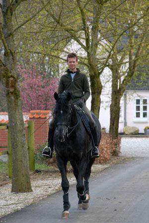 Thomas Lassen og UNO Don Diego hjemme på Højagergård tidligere i vår.