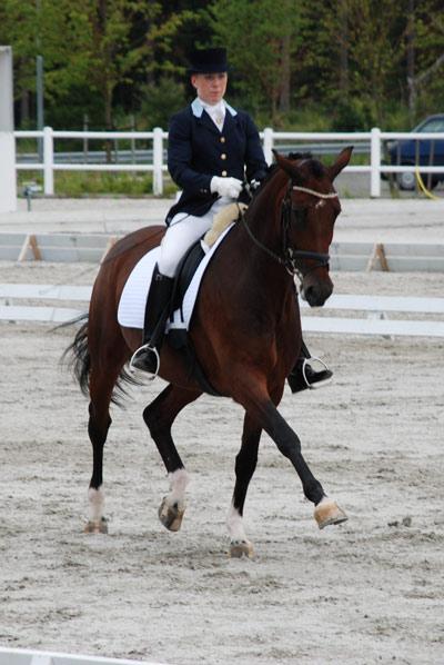 Vinner av 6-årsklassen i dressur ble i 2008 Siril Helljesen og Dorina.