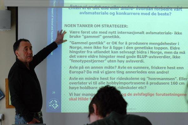 Vangen delte noen tanker om hvor han synes veien bør gå videre for Norsk Varmblod under seminaret på Gardermoen.
