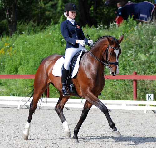 Nora ØvstedalKnudsen og Cartier III satset og vant søndagens klasse.