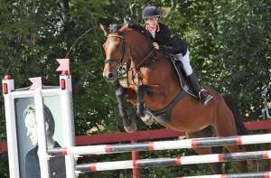 Rebekka Lie Andersen og Bakkely's Queen vant Avlshest.nos 4-årschampionat i sprang.