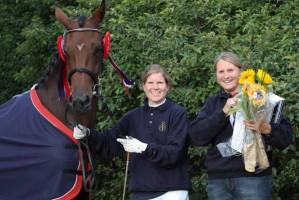 Piri Piri, rytter Siri Anne Flagtvedt og oppdretter og eier Cecilie Kilde.