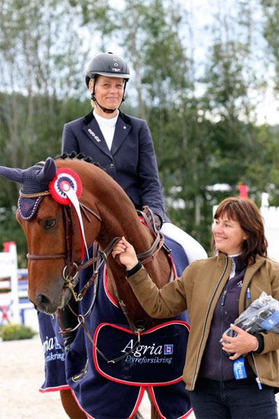Vinner av 6-årsklassen, Anita Sande. Her på hesten Laroon, som hun ble nummer fire med.